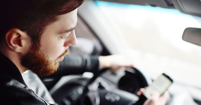 The new texting and driving laws in Arizona 2021